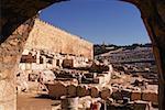Erhöhte Ansicht der Steine vor einem Friedhof, Ölberg, Jerusalem, Israel