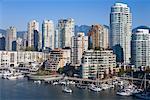 Vue d'ensemble de la Marina et la ville, Vancouver, Colombie-Britannique, Canada