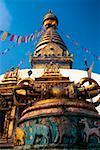 Vue d'angle faible d'un temple, le Temple aux singes, Katmandou, Népal