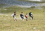 Randonneurs dans le paysage montagneux