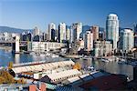 Bateaux dans le port de plaisance de False Creek, Vancouver, Colombie-Britannique, Canada