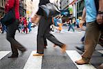 Fußgänger überqueren der Straße, Soho, New York, USA