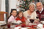 Portrait de famille à Table