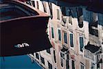 Réflexion d'un bâtiment sur l'eau, Venise, Italie