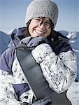 Porträt einer jungen Frau mit einen snowboard