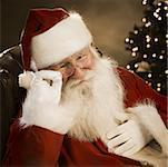 Gros plan du père Noël souriant