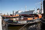 Boote im Hafen von Hamburg, Hamburg, Deutschland