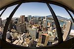 Regardant vers le bas de la tour du port Centre, Vancouver, Colombie-Britannique, Canada