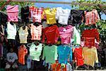 Costa Rica, Puerto Limon, pendant le carnaval, les t-shirts en vente