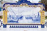 Portugal, Algarve, Olhão, peint des carreaux en céramique