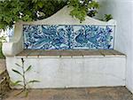 Portugal, Algarve, près de Lagoa, Porches, banc en céramique