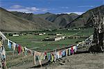 Drapeaux de prière au Tibet, Chongye,