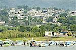 Vue de la ville de Guatemala, Santiago Atitlan, depuis le lac Atitlan