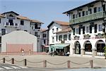 France, Aquitaine, Ascain, fronton de pelote Basque et le restaurant de l'hôtel