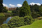 Étang avec le palais en arrière-plan, Sandringham, Norfolk, Angleterre