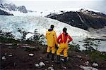 Touristes cherchant à Glacier, Glacier Pia, Patagonie, Chili