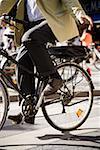 Taille vers le bas de la vision de l'homme à vélo