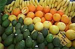 Assortiment de fruits et légumes au marché