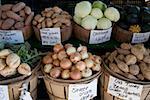 Légumes sur un étal de marché
