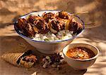 Hühnerfleisch-Spießchen mit Basmati-Reis