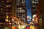 Rue Yonge au crépuscule, Toronto, Ontario, Canada