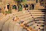 Vue grand angle sur un amphithéâtre, Neemrana Fort Neemrana, Alwar, Rajasthan, Inde