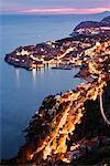 Altstadt von Dubrovnik in der Abenddämmerung, Kroatien