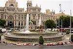 Fontaine devant un bâtiment public, fontaine de la Cibeles, Palacio De Comunicaciones, Plaza de Cibeles, Madrid, Espagne