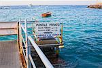Panneau d'information sur une jetée, Capri, Campanie, Italie