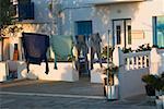 Vêtements suspendus sur une corde à linge, Mykonos, Iles Cyclades, Grèce