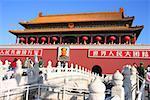 Touristes devant un musée, Tiananmen porte de la paix céleste, place Tiananmen, Pékin, Chine