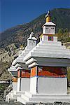 Faible angle vue des yeux du Bouddha peint sur stupas, Tadapani gamme Annapurna, Himalaya, Népal