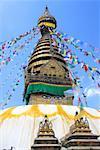 Vue d'angle faible d'un temple, Swayambhunath, Katmandou, Népal