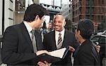 Gens d'affaires sur le trottoir, New York City, New York, États-Unis