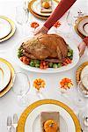 Femme au service Turquie dîner