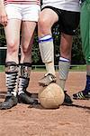 Fußball-Spieler mit Ball, Gelsenkirchen, Deutschland