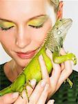 Portrait de femme avec Iguana