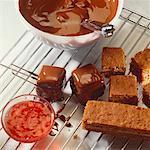 Hausgemachte Schokolade Quadrate auf Kühlung rack