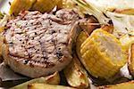 Côtelette de porc grillé sur légumes grillés