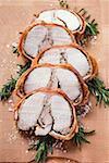 Porchetta avec croûte de romarin et le poivre (Italie)