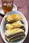 Baklava (pâte Filo avec miel & pistaches, Turquie), thé à la menthe