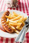 Currywurst (Bratwurst mit Ketchup & Currypulver) & Chips im restaurant