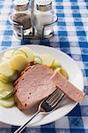 Leberk0se (Art der Hackbraten) mit Senf und Kartoffel-Salat