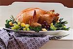 Dindon farci aux herbes, raisins et patty pan courges