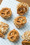 Petites boules de Obatzda (propagation de Camembert) avec bretzels