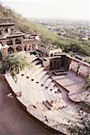Vue d'angle haut d'un escalier dans un fort, Neemrana Fort palais, Neemrana, Alwar, Rajasthan, Inde