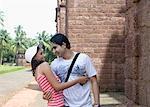 Jeune couple romancing et souriant, Goa, Inde