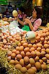 Oeufs en vente à La Boqueria, Barcelone, Espagne