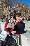 Paar Austausch von Geschenken, Rom, Italien