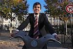 Homme, location de vélos, Paris, France